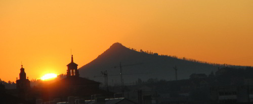 solstitial sunrise at Pico Sacro / Photo: Bouzas